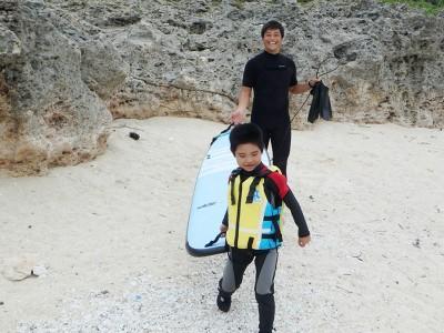 大人顔負け!サーフィン少年の体験レッスンin沖縄スーサイド