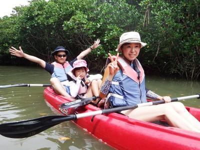 沖縄北部に行けば、自然と一体となって遊べるカヤックで、やんばるの魅力を体験できる!